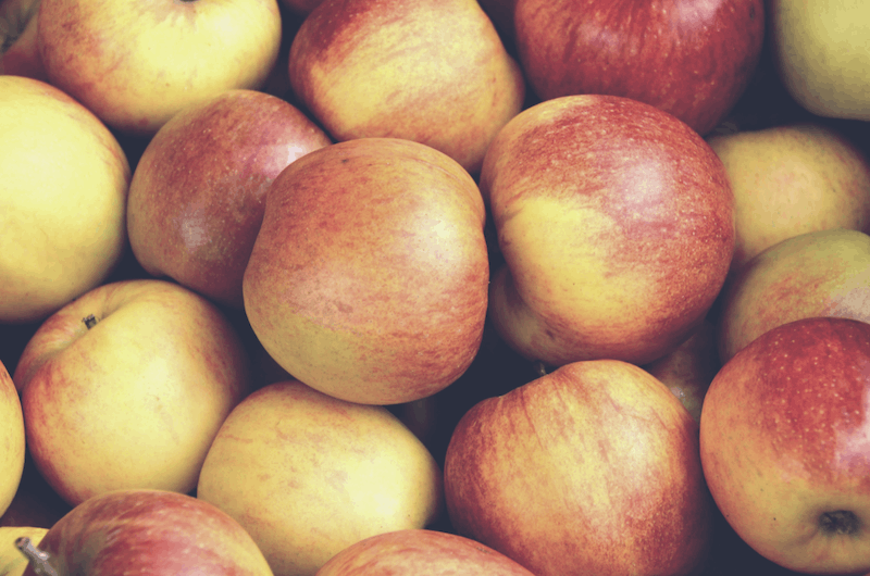 Apples | Fall Foods for Healthy Skin | Wildflowers and Wanderlust