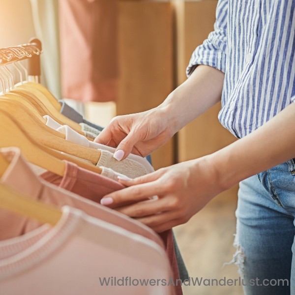 18 tops is a good number to start with when you minimize your wardrobe.  WildflowersAndWanderlust.com
