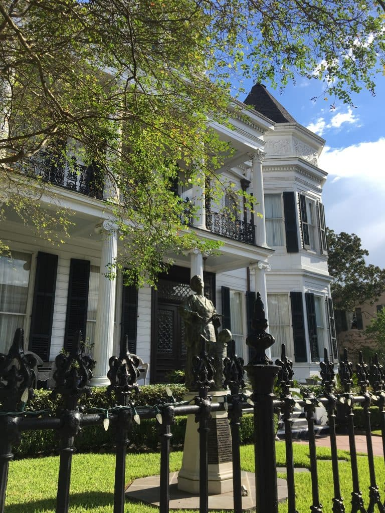 Historical House | Garden District tour in New Orleans