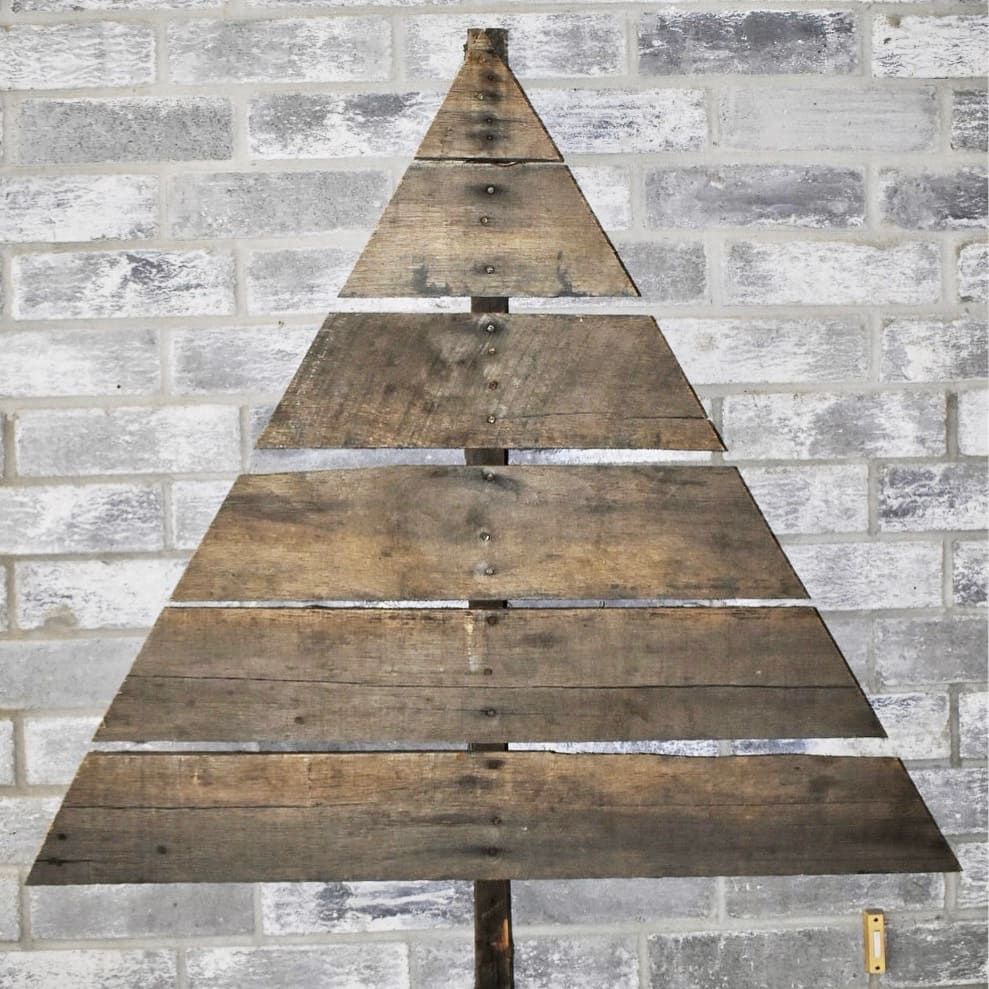 Pallet Wood Christmas Tree Project - WildflowersAndWanderlust.com