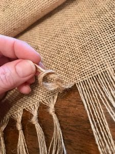 Knot Your Fringe for a Great Finish on Your Burlap Table Runner | WildflowersAndWanderlust.com