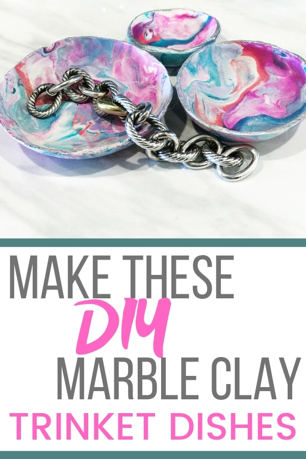 Make these homemade marble clay bowls to store your trinkets or give as gifts | WildflowersAndWanderlust.com