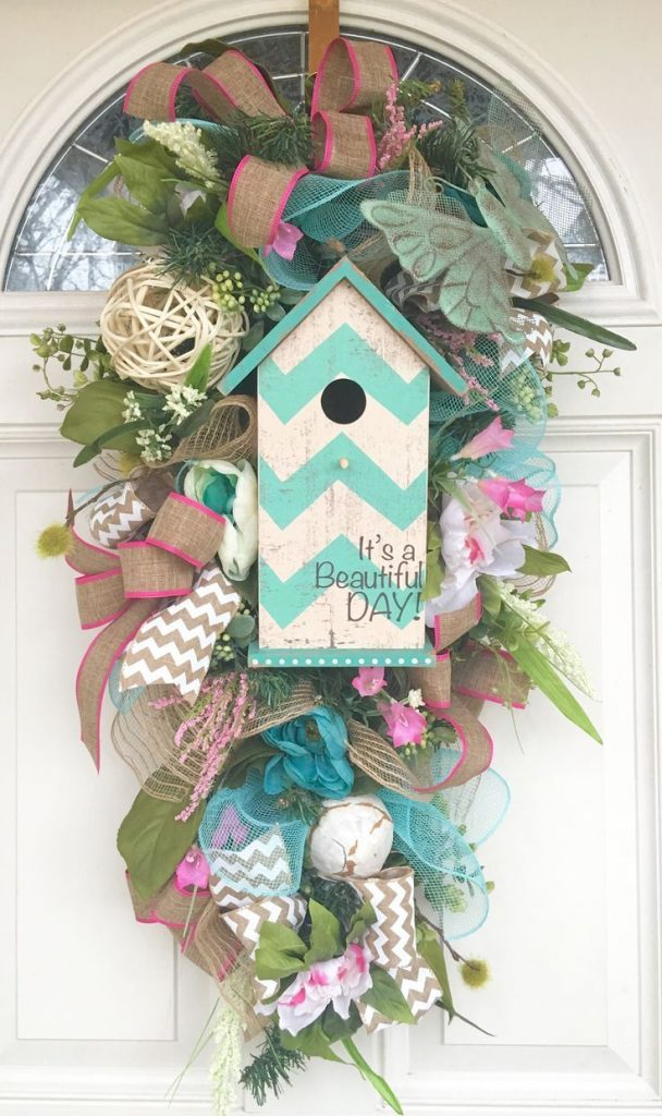 A birdhouse swag is beautiful front door decor for spring | WildflowersAndWanderlust.com