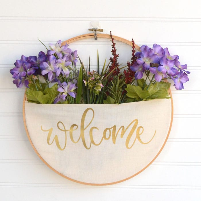 Beautiful Embroidery Hoop base for a spring wreath | WildflowersAndWanderlust.com