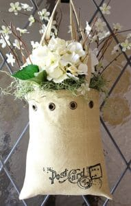 A tote wreath is great spring front door decor by My Soulful Home featured on WildflowersAndWanderlust.com