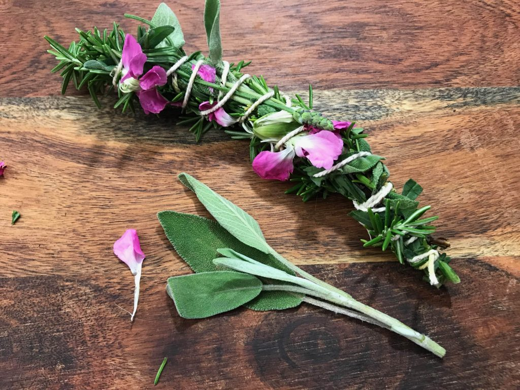 You can DIY your own sage bundles, or smudging sticks quickly and easily | WildflowersAndWanderlust.com