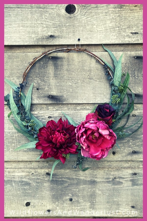 Make this beautiful fall wreath to hang on your door! You can get it done this afternoon WildflowersAndWanderlust.com