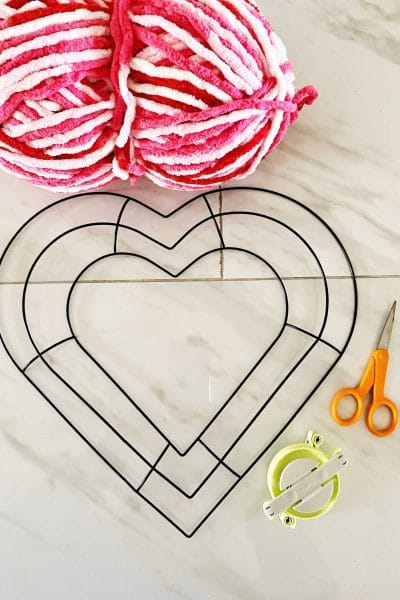 Use a heart shaped form to make this easy pom pom wreath for Valentine's Day WildflowersAndWanderlust.com
