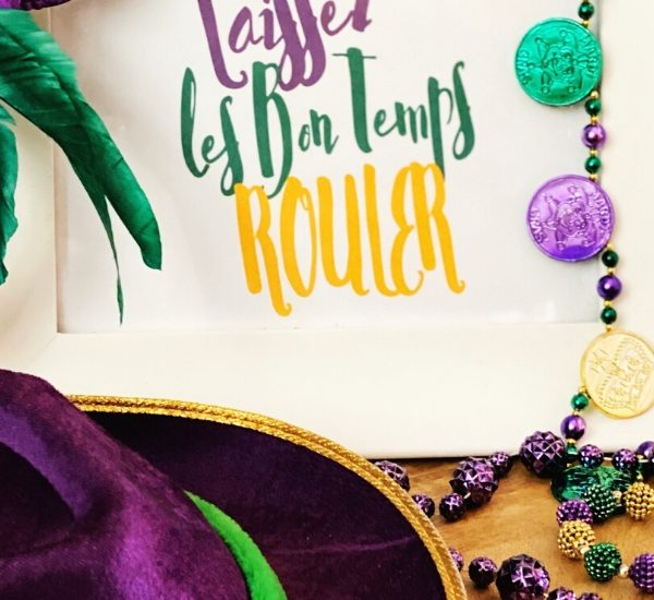 Download a free printable to decorate your home for Mardi Gras this year WildflowersAndWanderlust.com