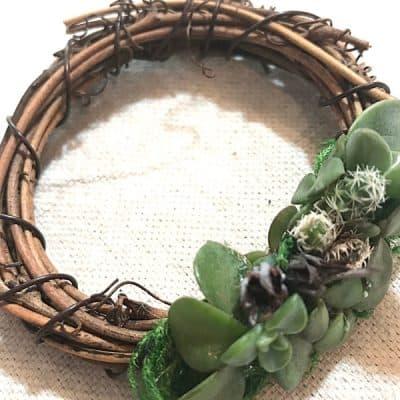 How to Create a Cute and Easy Mini Wreath