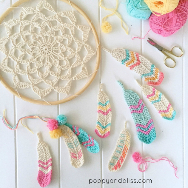 Check out these amazing crochet feathers featured on Poppy and Bliss.